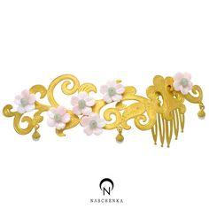 나스첸카 [[나스첸카] 화관 티아라 [실버 수공예 비취 콩크쉘 뒤꽂이]] Info. - 소재 : 천연 비취, 콩크쉘, 실버 은 수공 셋팅 ( + 골드 도금) - 용도 : 뒤꽂이 Love Time, Korean Traditional, Hair Accessories, Glitter, Crown, Ornaments, Metal, Ethnic, Heaven