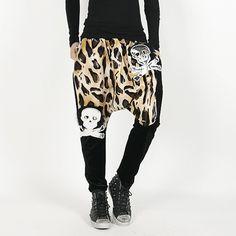 Today's Hot Pick :【单色】时尚豹纹骷髅头印花哈伦裤 http://fashionstylep.com/P0000HHH/polyma/out 时尚随性的哈伦风剪裁,裆部完美的宽松比例,很巧妙的修饰了双腿!野性潮流的豹纹印花搭配冷酷的骷髅头图案设计,彰显出时尚青春的姿态!帅气的款式,诠释出潮男不凡品味,至潮,致青春! <推荐潮搭> ♦豹纹 ♦骷髅头 ♦修身