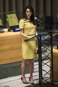 Amal Clooneys High-Fashion Maternity Style *Almost* Outshines Powerful UN Speech via Brit + Co Lawyer Fashion, Office Fashion, Work Fashion, High Fashion, Fashion Outfits, Amal Clooney, Casual Chic, Lawyer Outfit, Maternity Fashion
