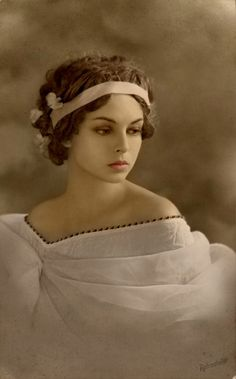 Beautiful Woman - Colourised by Della Freeman-Simons