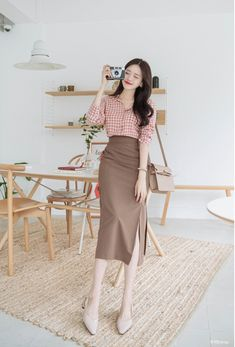Beautiful and elegant korean fashion style trends in all seasons 12 Long Skirt Outfits, Modest Outfits, Simple Outfits, Classy Outfits, Modest Fashion, Skirt Fashion, Casual Outfits, Fashion Dresses, Korean Girl Fashion