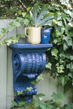 A garden fence gets attentive design details with a saturated blue orient. | Stiffkey Blue® No.281 Exterior Eggshell (orient), Breakfast Room Green® No.81 Exterior Eggshell (fence), @farrowball