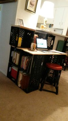 Old Plastic Milk crates zip ties and pallet wood made a simple desk with storage for me. Diy reuse remake reclaim salvage recycle reduce waste not want not. Free stuff makes for a quick project Crate Nightstand, Crate Desk, Crate Bench, Bureau Simple, Simple Desk, Milk Crate Storage, Diy Storage, Milk Crate Shelves, Storage Ideas