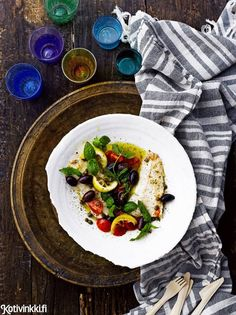 Kuha pannulla voi-sitruunakastikkeessa    Kotivinkki Text: Suvi Rüster Pic: Sami Repo #fish #lemon #pike-perch Seafood Dishes, Fish And Seafood, Eat, Ethnic Recipes