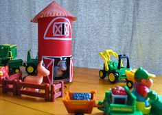 Adventures in Tullyland: Tuesday's Tot: Build a Barn