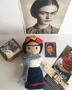 """Ya ni me acuerdo cómo me sentía antes del dolor."""" Frida Kahlo feliz noche! Have a great night ! 😉💕 #fridakahlo #frida #fridaquotes… Knitted Dolls, Crochet Dolls, Crochet Yarn, Knitted Hats, Pretty Dolls, Beautiful Dolls, Wool Art, Crochet Videos, Love Crochet"""