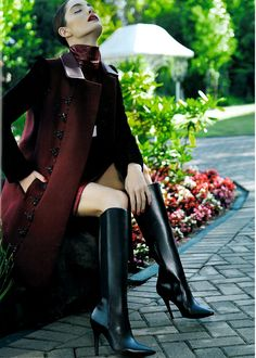 Mariana Coldebella in Gucci for Vogue Stiletto Boots, High Heel Boots, Heeled Boots, Knee Boots, Fashion Boots, High Fashion, Gucci Boots, Skirts With Boots, Glamour