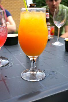 Fruity: Grand'O. Deze fruitige cocktail valt in de smaak van oma tot bij het nichtje. Maar ook je neef kan hem wel smaken. Hij doet het, net zoals de andere cocktails trouwens ook zeer goed op niet-familie feestjes! :)