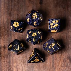 Animal Crossing, Cool Dnd Dice, Playing Dice, Dungeons And Dragons Dice, Goblin, Fun Games, Stones And Crystals, Wool Felt, Decir No