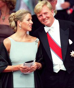 25 August 2001 - Prince Willem Alexander with his fiancé Maxima Zorreguieta outside Oslo Cathedral; wedding of Crown Prince Haakon of Norway and ms. Princess Style, Princess Mary, Royal Familie, Queen Of Netherlands, Dutch Queen, Royal Photography, Dutch Royalty, Royal Brides, Queen Maxima