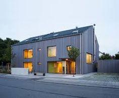 Pin von lukas alt auf h user pinterest villas und oder for Moderne architektur satteldach
