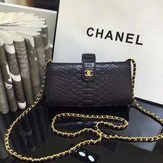 Chanel, Wallet, Fashion, Fashion Styles, Diy Wallet, Fasion, Fashion Illustrations, Purses, Moda
