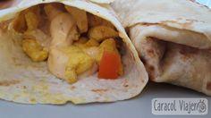 Para hacer la receta rapida de kebab necesitas 15 min. y pollo, pan de pita, pimienta, sal, limón, orégano y pimentón. ¡Salsas a tu elección! 2 personas.