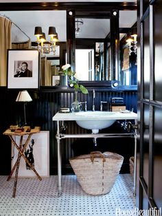 A black lacquered bathroom.