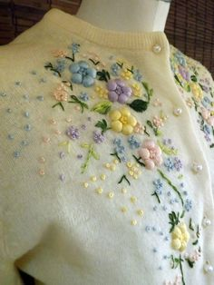 Vintage 50s Floral Embroidered Cream Cardigan M by Calliopegirl,