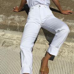 "390 Gostos, 5 Comentários - Na Nin Vintage (@naninvintage) no Instagram: ""Vintage crisp white high waisted Calvin Klein denim with patch on back. Size 28/29in waist - 33in…"""