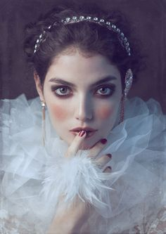(vía Misty Dreams by Joanna Kustra for Factice Magazine > photo 1868496 > fashion picture)