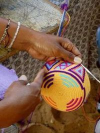"Wayuu mochilas are made by hand, exclusively by Indigenous women, Wayuu Indian artisans. They are made in three distinct color schemes, including ""vi Tapestry Bag, Tapestry Crochet, Crochet Motif, Diy Crochet, Crochet Stitches, Crochet Hooks, Mochila Crochet, Knitting Patterns, Crochet Patterns"