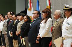 """En conferencia de prensa, el gobernador Javier Duarte de Ochoa precisó que el Gobierno de la República ha planteado una política migratoria desde la perspectiva de los derechos humanos, """"visión con la que los veracruzanos somos solidarios, respetuosos del hecho de que la política migratoria es una potestad federal""""."""