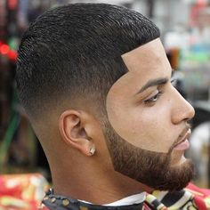 From full thick nice beards to trendy waxed moustache styles, these beard styles and facial hair looks for men will flatter your face and have you feeling stylish. Tape Up Haircut, Fade Haircut, Black Men Haircuts, Black Men Hairstyles, Men's Hairstyles, Beard Styles For Men, Hair And Beard Styles, Beard Shampoo And Conditioner, Male Hairstyles