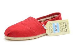 Toms shoes New. Never worn. My daughter outgrew before she could wear them TOMS Shoes Flats Loafers Toms Canvas Shoes, Cheap Toms Shoes, Toms Shoes Outlet, Toms Boots, Diva Fashion, Fashion Shoes, Male Fashion, Womens Fashion, Red Toms