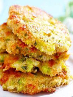 Le Frittelle di verdura sono preparate con zucchine, carote, patate e uova: servite ben calde è impossibile non adorarle!