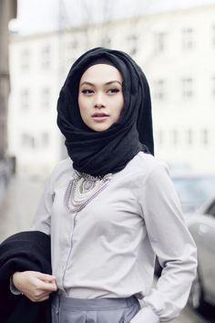 Hijabi fashion. Chic. Statement necklace