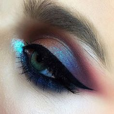 look closer #eyemakeup #closeup eyeliner inglot, colorful accent on the lower lid UD eye pencil #apropomakeupacademy #marialihacheva #визажист #closeup #школавизажа #цветноймакияж #макияжглаз #макияж #школамакияжа #смоуки #beauty #style #bridalmakeup #smokey #smokeyeyes #colormakeup #fashionmakeup #beautymakeup #apropomakeup