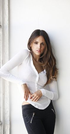 Eiza González was born on January 1990 in Mexico City, Distrito Federal, Mexico as Eiza González Reyna. She is an actress, known for True Love Sueña conmigo and From Dusk Till Dawn: The Series Beautiful Celebrities, Beautiful Actresses, Gorgeous Women, Amazing Women, Beautiful People, Eiza Gonzalez, Mexican Models, Leslie Mann, Non Blondes