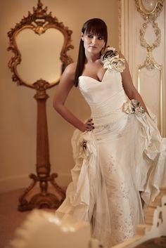 Esküvői ruha 2012 | Esküvői és alkalmi ruha készítés One Shoulder Wedding Dress, Wedding Dresses, Fashion, Bride Dresses, Moda, Bridal Gowns, Fashion Styles, Wedding Dressses