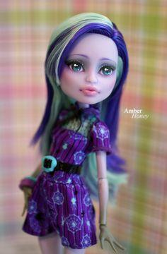 Monster High Doll- Amber Honey