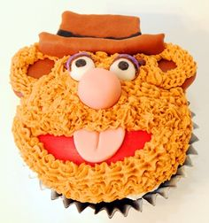 Fozzie Bear Cupcake...site is seller with TONS of Muppet cup cakes (including Sam the Eagle!)!!!