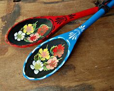 Folk art, canal or barge art painted wooden spoons. A traditional gift idea these are beautifully handpainted in traditional colours Painted Spoons, Wooden Spoons, Diy Tattoo, Boat Painting, Painting On Wood, Canal Boat Art, Stick N Poke, Spoon Art, Beste Tattoo