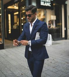 The best street style from paris men's fashion week photos gq. Mens Fashion Week, Mens Fashion Suits, Mens Suits, Mode Costume, Luxury Lifestyle Fashion, Luxury Fashion, Fashion Trends, Skinny Suits, Herren Style