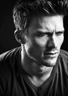 Scott Eastwood looking like his Dad, Clint! Clint And Scott Eastwood, Hommes Sexy, Entertainment, Good Looking Men, Belle Photo, Gorgeous Men, Pretty Men, Celebrity Crush, American