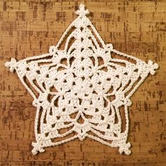 Williams star no1 - free pattern @ crochetmillan                                                                                                                                                     Mais