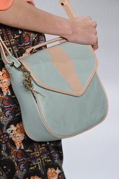 Bolsa Têca por Helô Rocha. Mais acessórios: http://abr.io/2Guh | Fotos Fotosite