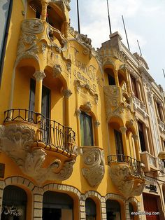 Casa Courret, art nouveau architecture in central Lima, Peru (by En Perú).