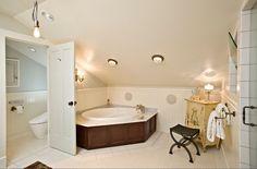 relaks w lazience podlogowe duze kafle stylowe wnetrze Jacuzzi Bathtub, Diy Bathtub, Bathtubs, Corner Soaking Tub, Corner Bathtub, Simple Bathroom, Modern Bathroom, Attic Bathroom, Bathroom Sinks