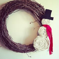 Burlap Snowman Wreath @Emily Schoenfeld Newcomb do you still have fabric flowers left over? :)