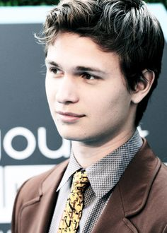 Ansel Elgort you are too damn sexy Beautiful Person, Beautiful People, Divergent Funny, Divergent Quotes, Augustus Waters, Ansel Elgort, Veronica Roth, The Fault In Our Stars, Dream Guy