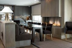 Excellent dining area by Slettvoll Custom Kitchens, Home Kitchens, Glam House, Banquette Seating, Wood Interiors, Fireplace Design, Home Decor Kitchen, Dining Area, Dining Room