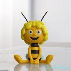 Maya the Bee - bee cake - Cake Decorating Techniques, Cake Decorating Tutorials, Fondant Bee, Fondant Cupcakes, Rapunzel Cake, Bee Cakes, Cute Avocado, Animal Cupcakes, Fondant Animals