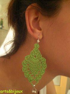 Pendiente a crochet en forma de hoja color verde
