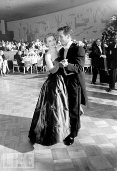 Paul Newman and Joanne Woodward at the 1958 Oscars. Click the image to see more Classic Hollywood Romances