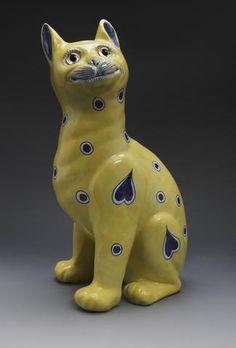 """Emille Галле около 1900Emille Галле около 1900  Фаянс фигура сидящего кота,  окрашены голубой и белый круг и в форме сердца мотивы, защищены в желтом фоне, окрашены марки Е.Галле / Франция """", 33см высотой, Продан за £ 1200 (RUB 102 327)   АУКЦИОН 16320: ДИЗАЙН С 1860 ПО СЕЙ ДЕНЬ  17 апреля 2008, ЭДИНБУРГ"""