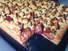 Plum cake with Streusel - Food Recipes Home Baking Recipes, Cake Recipes, Plum Cake, Hawaiian Pizza, Food And Drink, Sweets, Bread, Cheese, Desserts