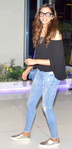Jav I Deepika Padukone at the 'Tamasha' wrap-up bash. Deepika Padukone Hair, Deepika Padukone Latest, Indian Celebrities, Bollywood Celebrities, Bollywood Fashion, Cowgirl Style Outfits, Western Outfits, Cool Outfits, Casual Outfits