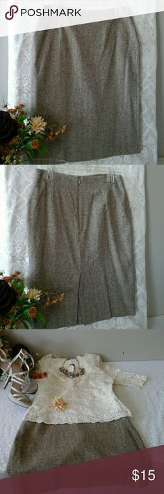 """Elegant A-line Skirt👜 Great condition,  gently worn, pre-loved, length 25"""", waist laying flat 15"""", fully lined, shell 50% silk, 48%wool, 1% spandex,  lining 55% acetate,  45%rayon. 8"""" zipper in back. Tweed material. Lovely on👠 Ann Taylor Skirts A-Line or Full"""