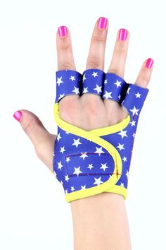 Feel like Wonder Woman when you wear your G-Loves Wonder Woman workout gloves! Find your perfect pair on: www.g-loves.com